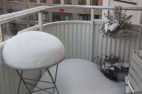 Snow drift on our balcony (photo by English Mamma)